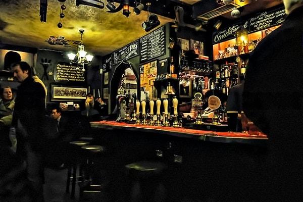 Ir a pubs en Londres