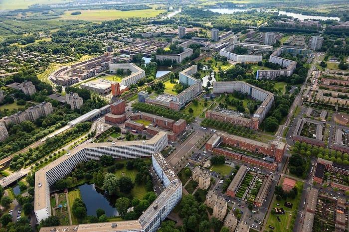 El distrito de Bijlmermeer y De Waag de Amsterdam