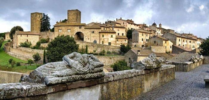 Visitar Tuscania en Italia